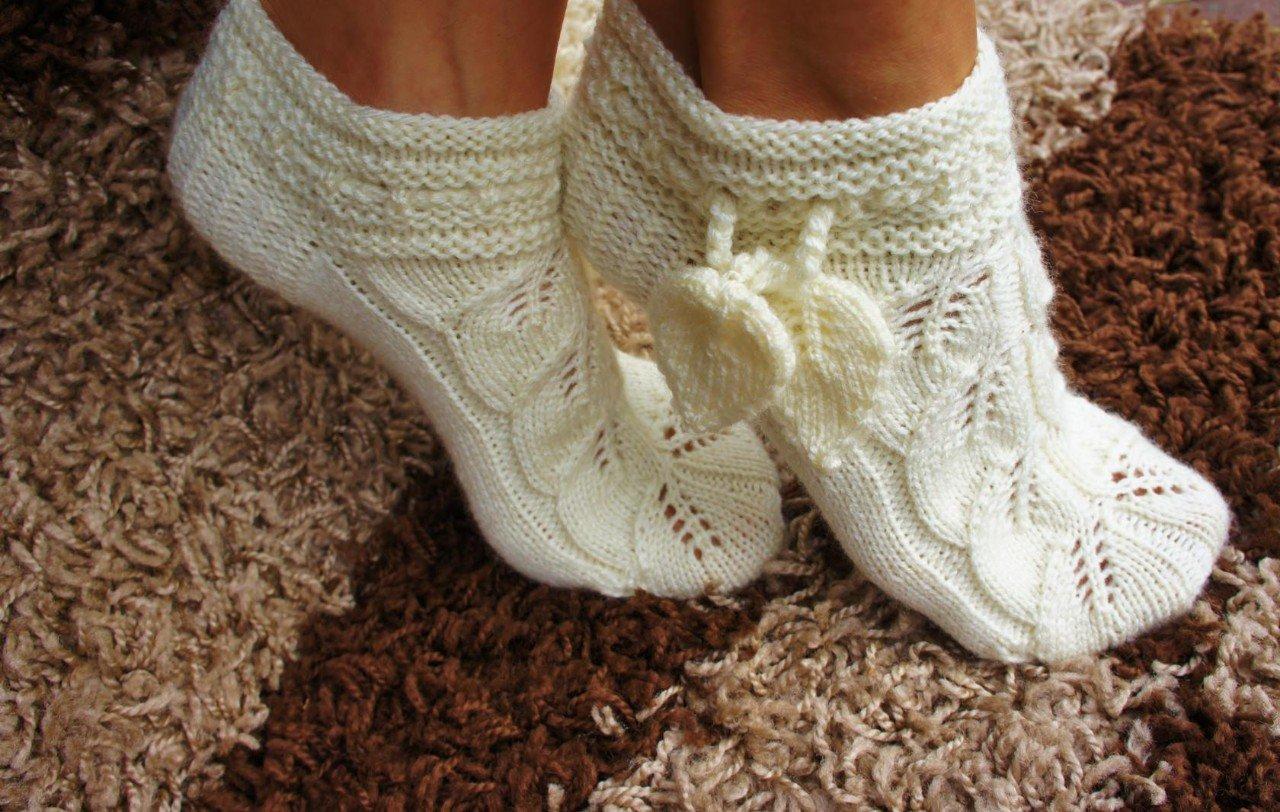Вязание носков с узором листики